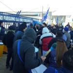 La Asociación Trabajadores del Estado seccional Río Grande se manifestó frente a la planta de sueño fueguino