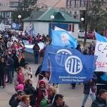 Multitudinaria marcha por las calles de la ciudad de Río Grande.