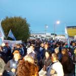 Multitudinaria marcha de antorchas encabezada por los sindicatos estatales y la comunidad de Río Grande