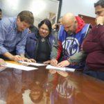 La asociacion Trabajadores del estado seccional Rio Grande,en el dia de hoy,se hizo presente junto a la comision Directiva,Comision Administrativa,Delegados y Congresales en las dependencias de la Intendencia para rubricar las actas referidas al acuerdo de aumento salarial para el presente año.